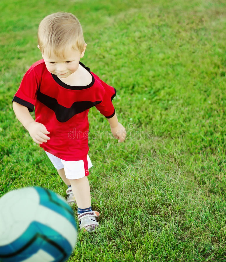 Pouco jogador de futebol fotografia de stock