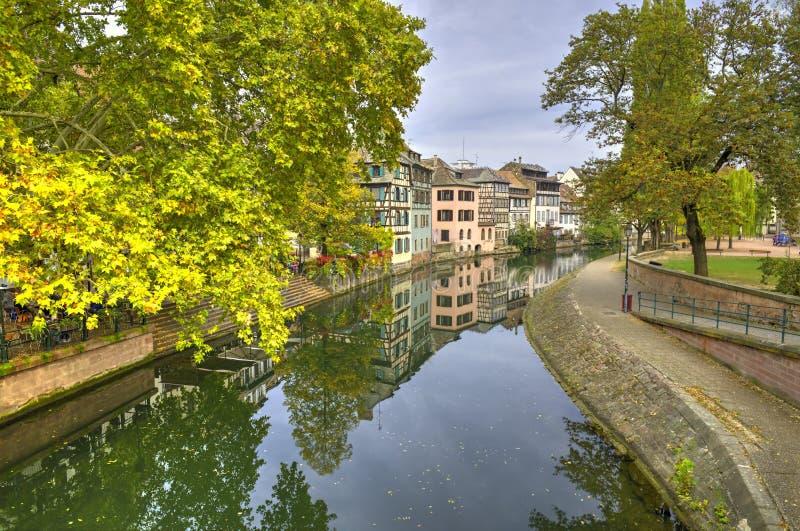 Pouco La Petite France de Fran?a, um quarto hist?rico da cidade de Strasbourg em Fran?a oriental imagens de stock
