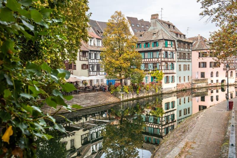 Pouco La Petite France de Fran?a, um quarto hist?rico da cidade de Strasbourg em Fran?a oriental fotografia de stock