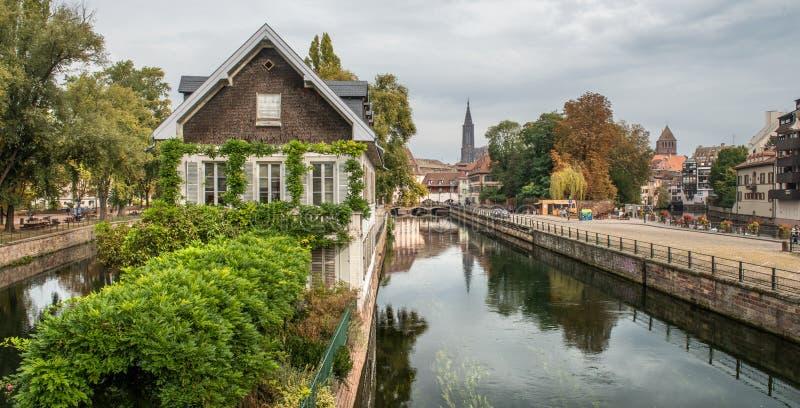 Pouco La Petite France de Fran?a, um quarto hist?rico da cidade de Strasbourg em Fran?a oriental fotos de stock royalty free