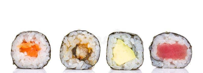 Pouco rolo do maki do sushi isolado imagens de stock