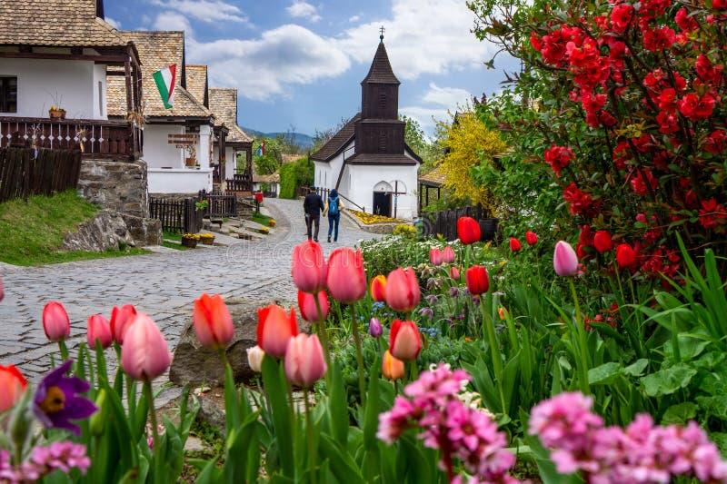 Pouco tempo de mola de Holloko do kÅ do ³ de Hollà da vila 'em Hungria famosa para a celebração de easter e seu húngaro t imagem de stock