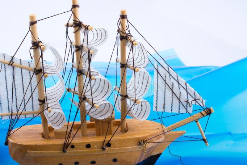 Download Pouco Veleiro Modelo De Madeira Imagem de Stock - Imagem de fundo, azul: 80101369