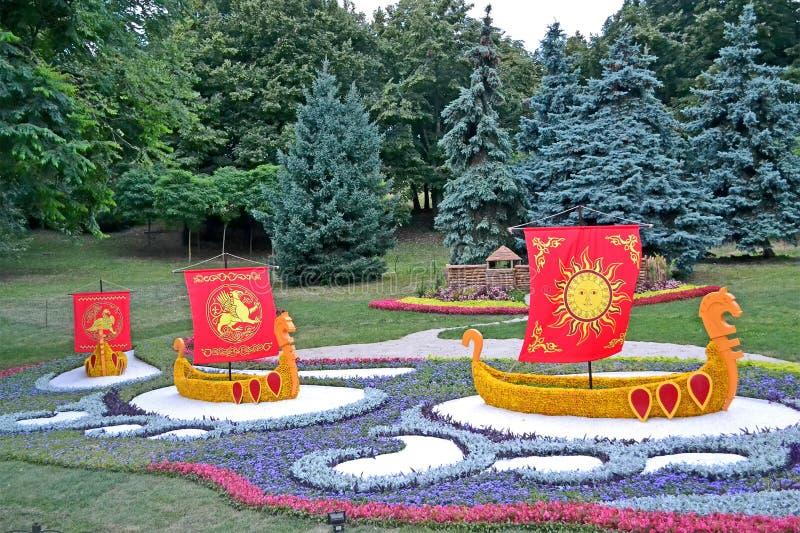 Poucos navios com vela vermelha, exposição das flores, Kyivan Rus Christianity, imagens de stock royalty free