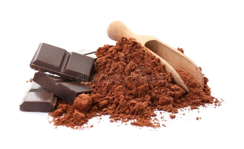 Poudre de cacao et morceaux de chocolat photo stock