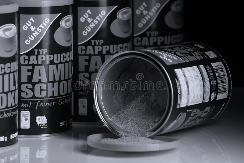 Poudre de cappuccino d'intestin et de Gunstig, marque d'Edeka image libre de droits