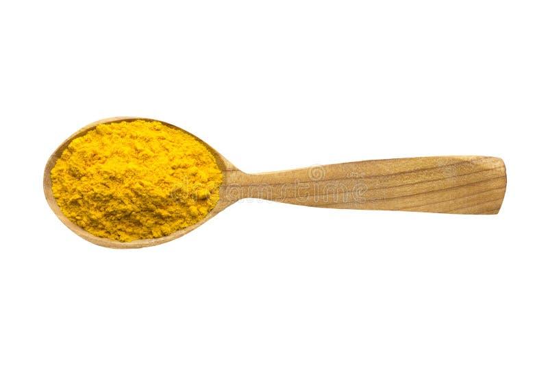 Poudre de safran dans la cuillère en bois d'isolement sur le fond blanc ?pice pour faire cuire la nourriture, vue sup?rieure photos stock