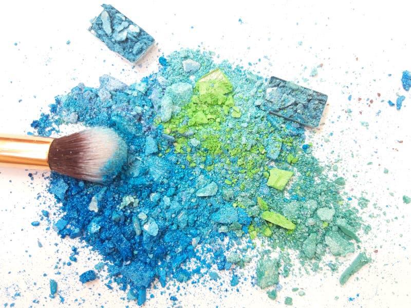 Poudre et brosse bleues de maquillage photo stock