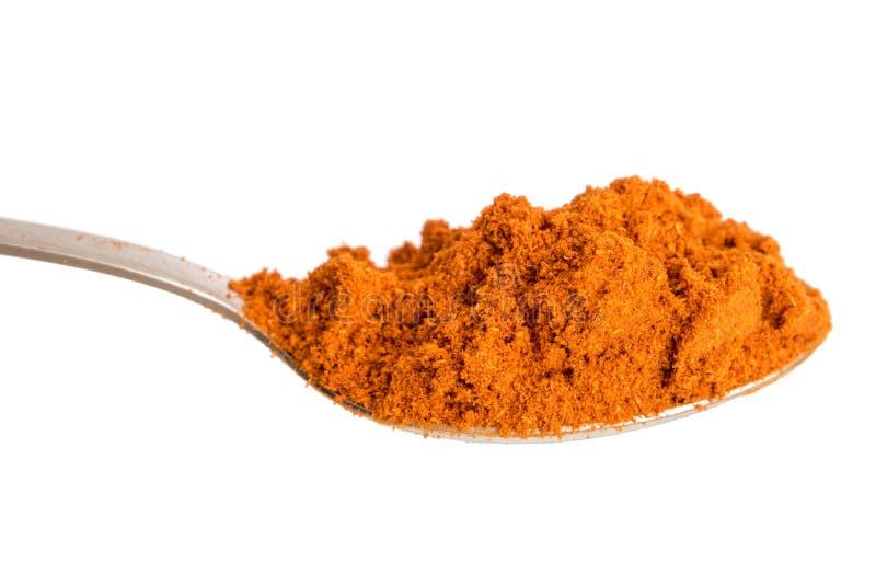 Poudre rouge de paprika dans la cuillère D'isolement à l'arrière-plan blanc photographie stock