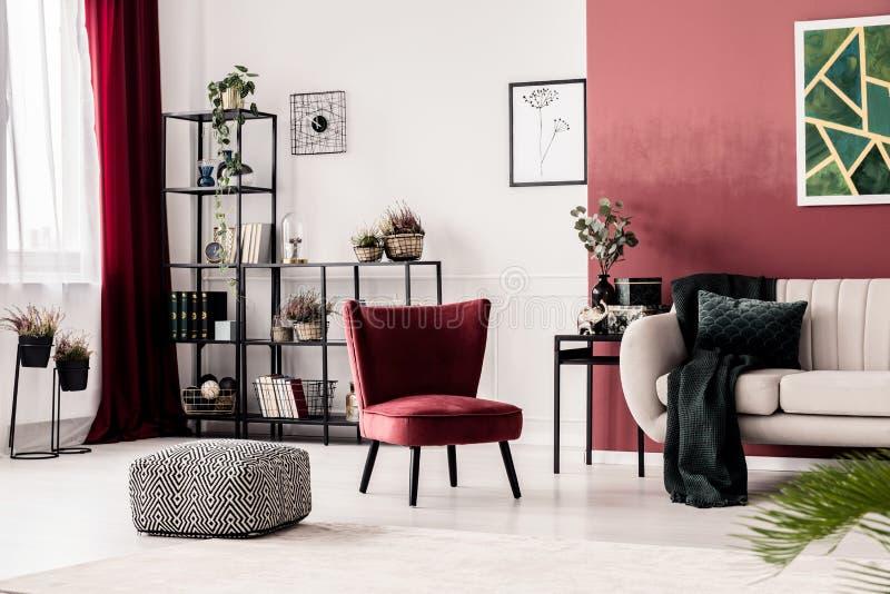 Pouf, fauteuil et sofa photographie stock