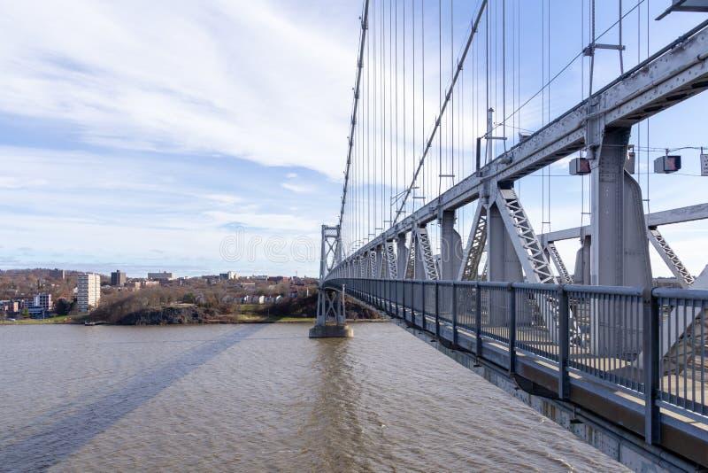 Poughkeepsie, NY / Stati Uniti - nov 29.2019: Un'immagine del Ponte Mid-Hudson di Franklin Delano Roosevelt, una sospensione d'ac fotografie stock libere da diritti