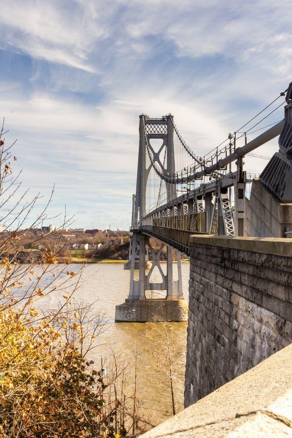 Poughkeepsie, NY / Stati Uniti - nov 29.2019: Un'immagine del Ponte Mid-Hudson di Franklin Delano Roosevelt, una sospensione d'ac immagine stock libera da diritti