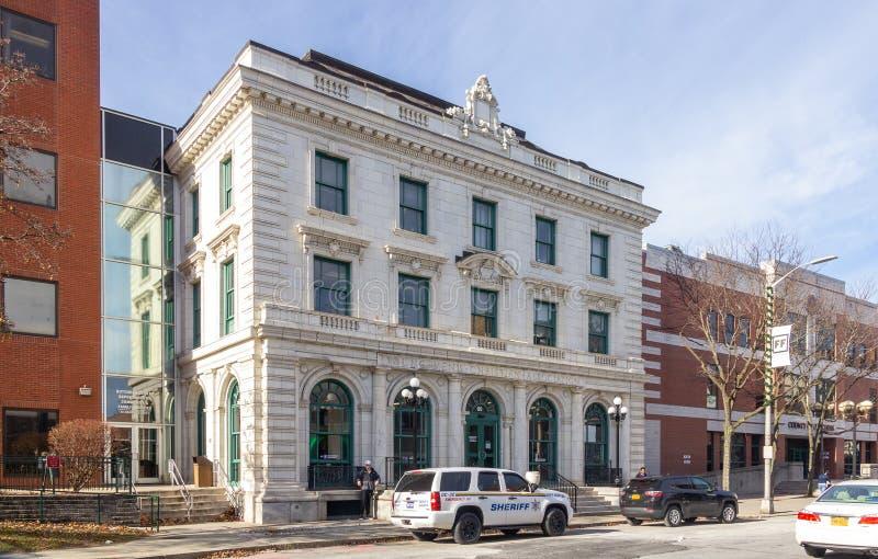 Poughkeepsie, NY / USA - Nov 29, 2019: en bild av den gamla Poughkeepsie YMCA royaltyfri fotografi