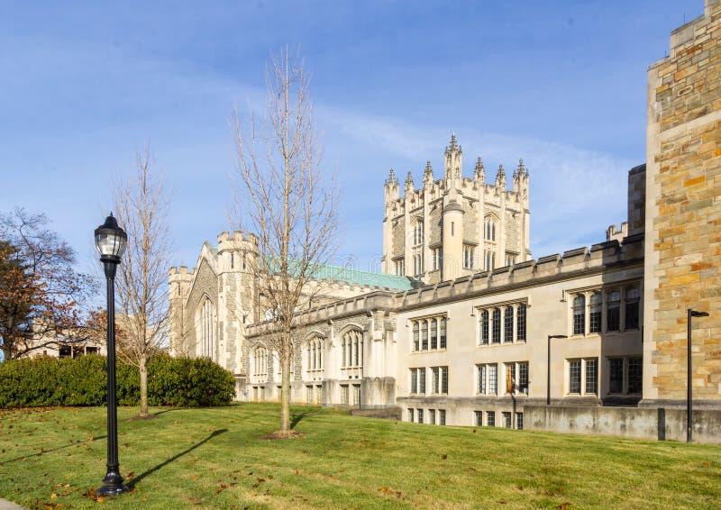 Poughkeepsie, NY / USA - Nov 29, 2019: en bild av Vassar College's Thompson Library royaltyfri fotografi