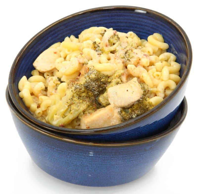 Poulet Alfredo avec le broccoli et les macaronis. images stock