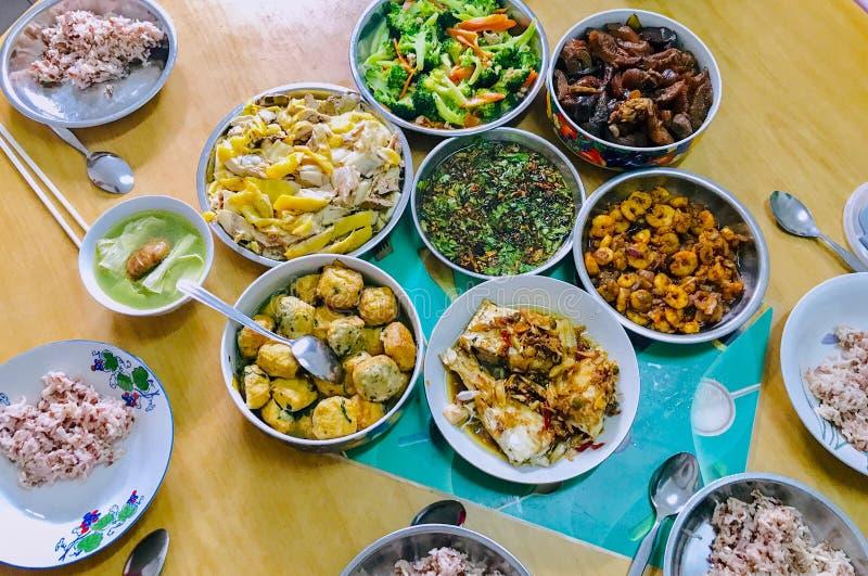 Poulet blanc traditionnel chinois de riz brun de nourriture de la Réunion image libre de droits