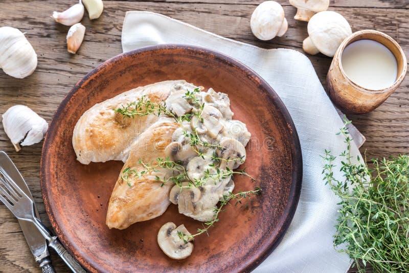 Poulet crémeux de champignon d'ail photos stock
