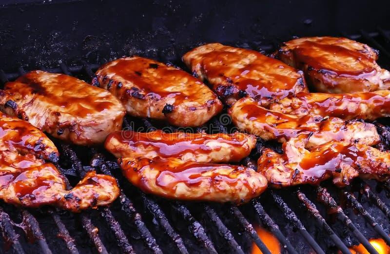 Poulet de BBQ sur le gril photo stock