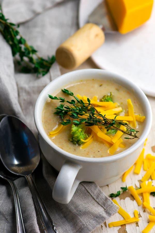 Poulet de cheddar de brocoli et soupe à boulette photos libres de droits