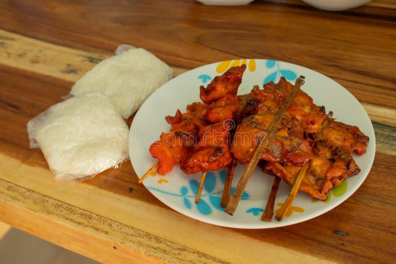 Poulet et riz collant grillés photos stock