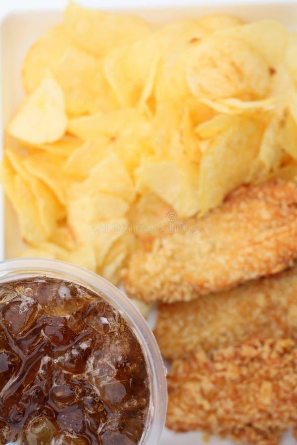 Poulet frit avec des pommes chips photos libres de droits