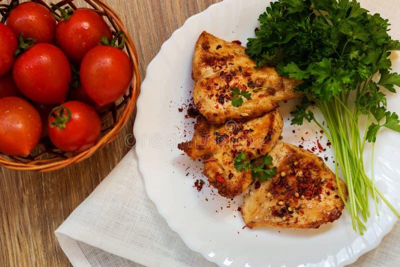 Download Poulet frit avec le persil photo stock. Image du rôti - 77157150