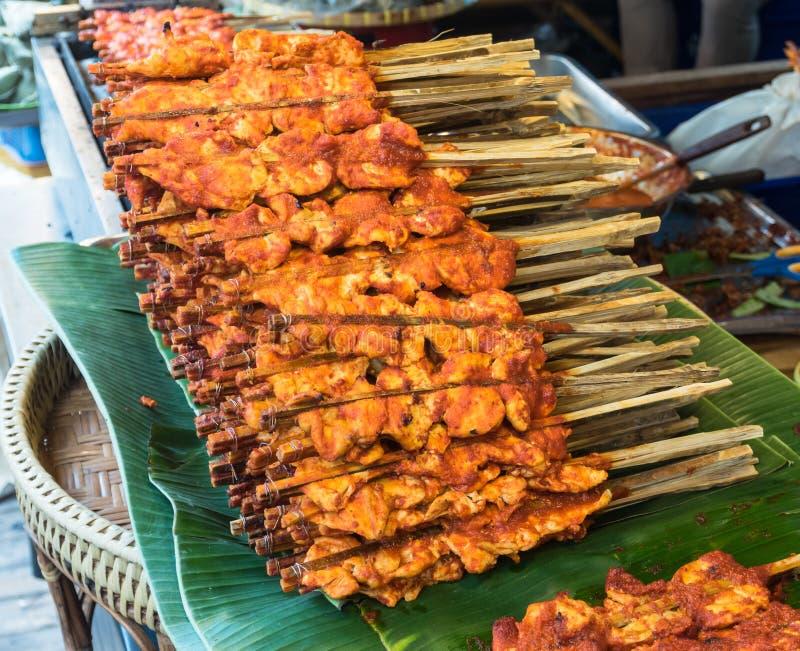 Poulet grillé en sauce épicée images stock
