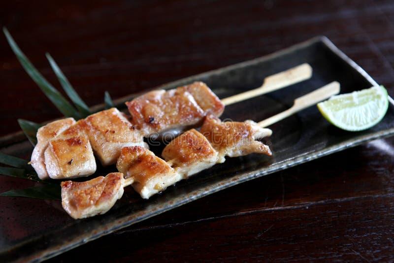 Poulet japonais Yakitori de nourriture grillé image libre de droits