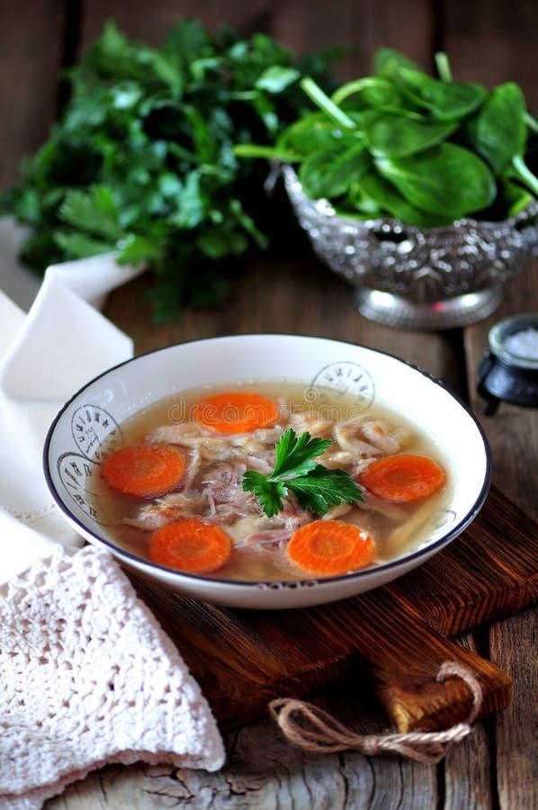 Poulet organique cuit par aspic fait maison Nourriture russe traditionnelle image stock