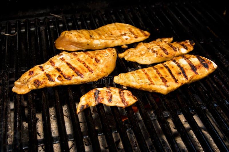 Poulet sur le barbecue images stock
