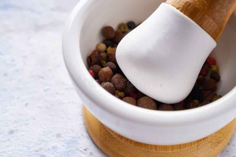 Pounder med blandning av olika kryddor på vit bakgrund royaltyfri fotografi