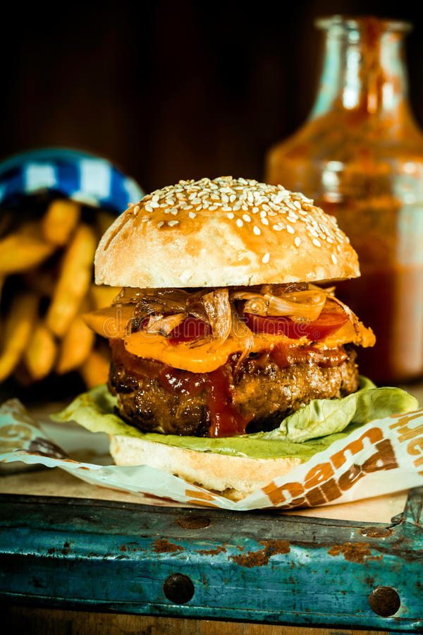 Pounder Mouthwatering macro do quarto do hamburguer imagem de stock royalty free