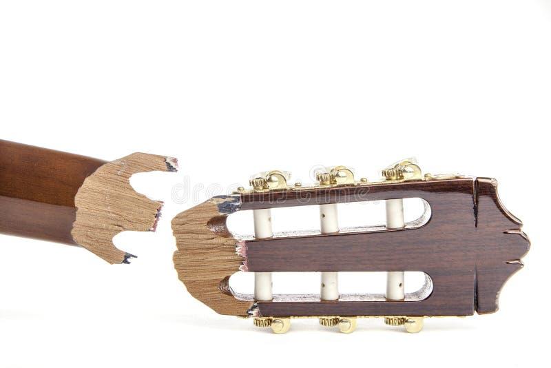 Poupée cassée d'une guitare classique photographie stock libre de droits