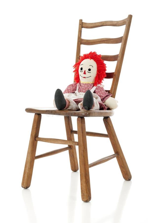 Download Poupée De Chiffon Sur Une Chaise D'échelle-de Retour Photo stock - Image du bois, heureux: 45363210