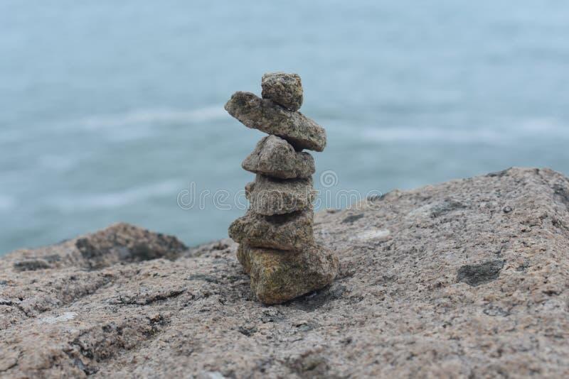poupée debout de roches photographie stock libre de droits