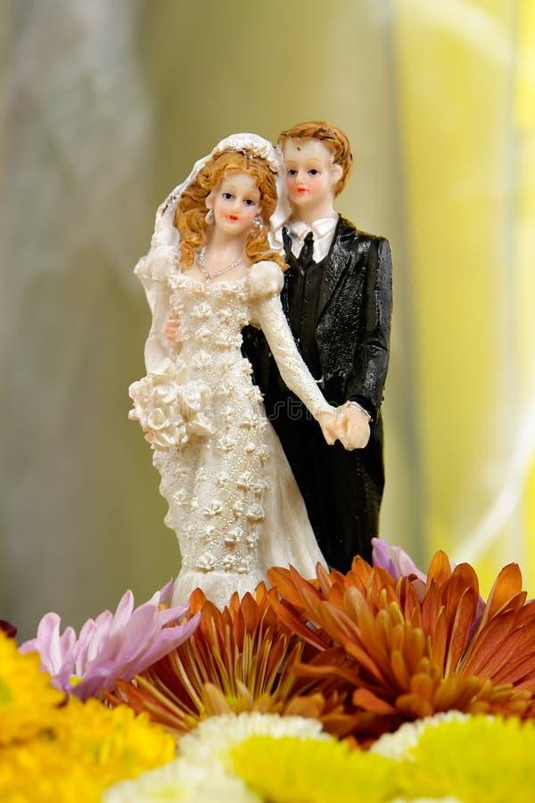 Poupées de gâteau de mariage photographie stock libre de droits