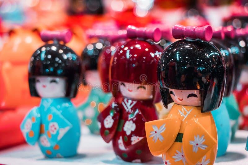 Poupées miniatures orientales traditionnelles de geisha photos stock