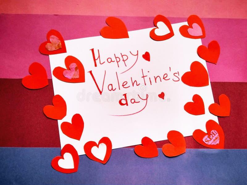 Pour la Saint-Valentin et les coeurs heureux d'inscription de Saint-Valentin illustration stock