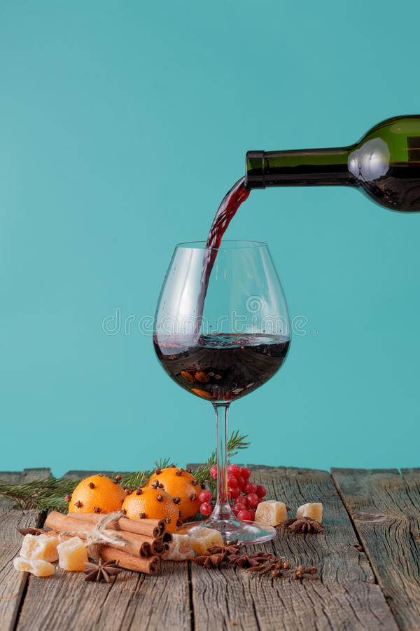 Pour the red wine into a glass royalty free stock images