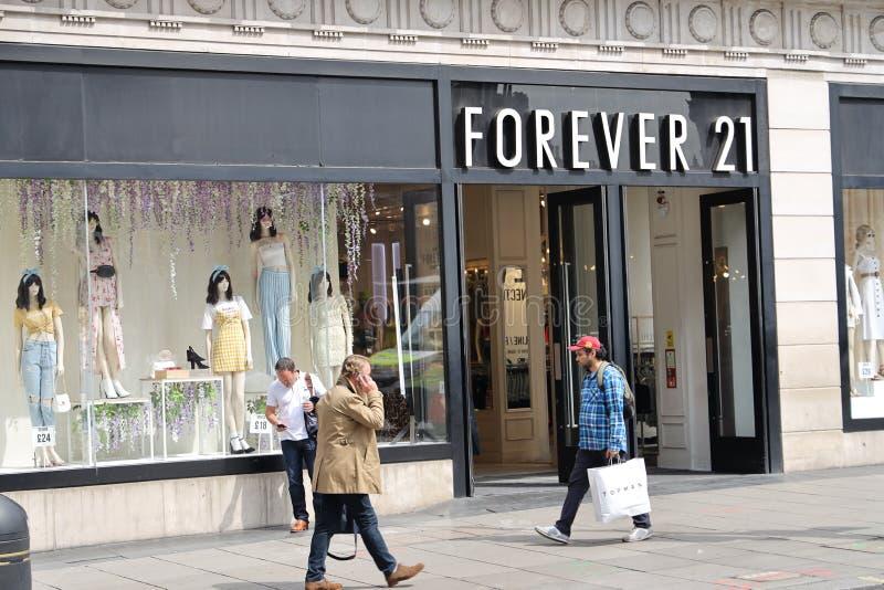 Pour toujours 21 magasin sur la rue d'Oxford, Londres photo libre de droits