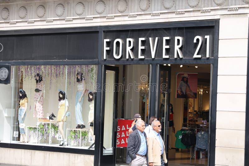 Pour toujours 21 magasin sur la rue d'Oxford, Londres photos stock