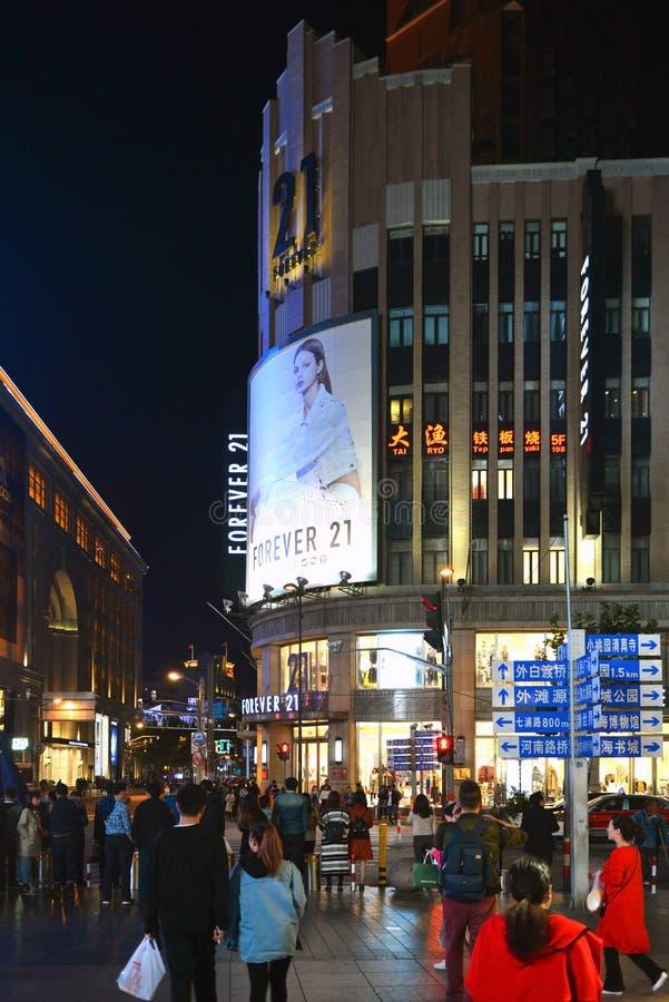 Pour toujours 21 sur Nanjing est Rd à Changhaï images stock
