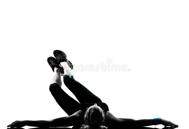 Pousées d'abdominals de maintien de forme physique de séance d'entraînement de femme photos stock