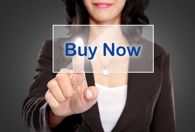 Poussée de femme d'affaires au bouton de contactez-nous sur l'écran virtuel photos libres de droits