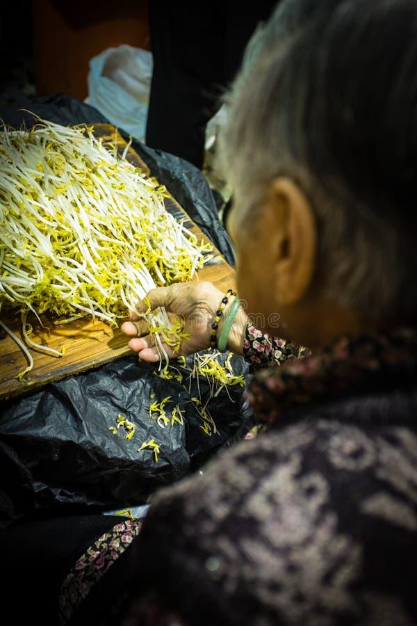 Pousse de soja à un marché végétal à Hong Kong, porcelaine photo stock