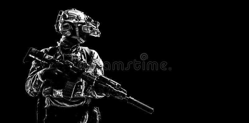 Pousse discrète de studio de tireur de forces spéciales d'armée image libre de droits