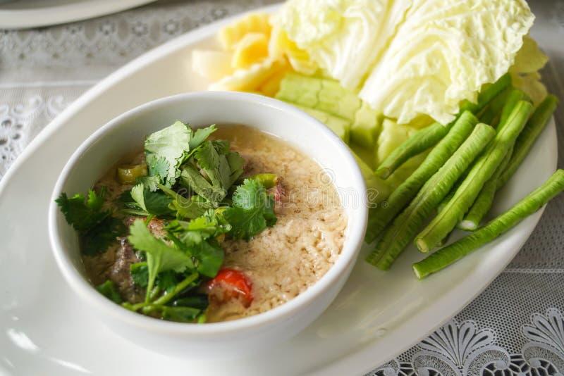 Pousse frite remuée traditionnelle thaïlandaise de tournesol avec de la sauce à huître images stock