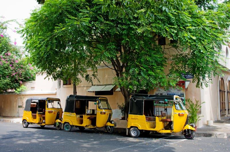 Pousse-pousse automatique sur la rue dans Pondicherry, Inde photographie stock