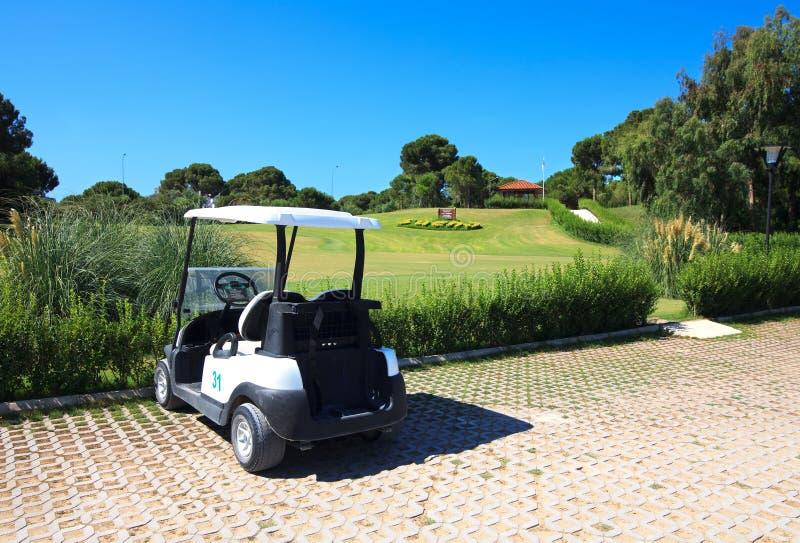Poussette dans le club de golf de Sueno. photos stock