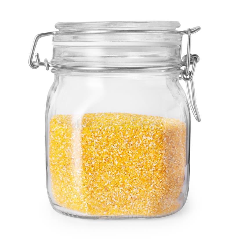 Poussières abrasives de maïs dans le pot en verre photo libre de droits